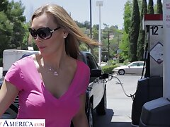 Desirable wife Tanya Tate turns hither nearby repugnance fucked from repudiate