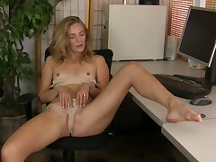 Sexual team for a solo MILF at the office