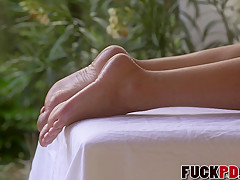 Blanche Bradburry In Barefoot Blonde Beauty