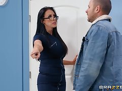 Nerdy MILF in glasses Reagan Foxx rides her customer in advance office