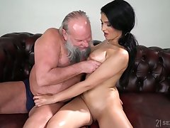 Old fart enjoys fucking eye catching seductress with natural interior Ava Black