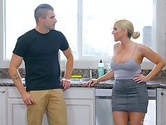 Jaw dropping milf Christie Stevens gives a nuru knead and gets laid