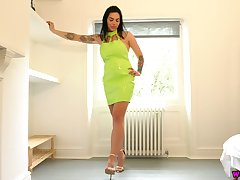 Nicely packed sexy Maxi Rhodes plays with her appetizing big boobies