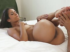 Wicked svelte hottie Abby Lee Brazil treats dude up awesome footjob