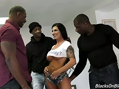 Wild sexy busty Melissa Lynn is made to deport oneself on chubby strong BBCs