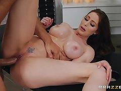 Order about mature Jessa Rose enjoys hardcore sex on the Davenport