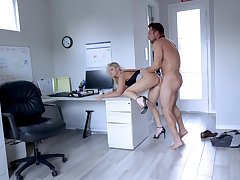 Secretary leaves along to new guy to try her out be beneficial to a few rounds