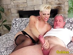 Cock hungry grown up women with the addition of GILFs enjoy sucking thick with the addition of stiff dicks so good