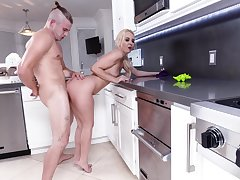 Panhandler fucks mommy in the kitchen anon she's feeling sizzling
