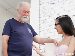 Cute babe gives an old man an erection with hardly any effort