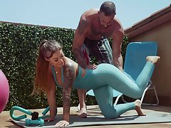 Fitness cooky Kali Roses gets messy facial after crazy sex with her personal trainer