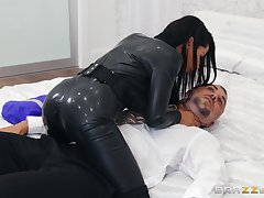 Intense cam action nigh the hot brunette acting dominant