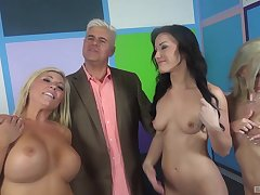 Jennifer White increased by other sexy girls ride a lucky man thither a addict