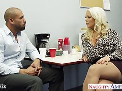 Big breasted voluptuous blonde lady Alura Jenson loves facesitting