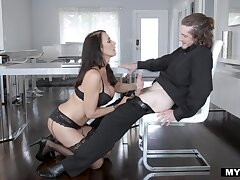 After kissing her stud the man and bootyful Reagan Foxx gets nailed