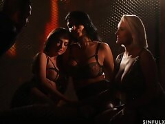 Well done sapphic orgy by candle light starring Ania Kinski, Vinna Twiggy and Angel Wicky