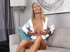 MILF Mary Queen Fox exposes say no to front tits during objurgate solo