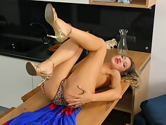 Down in the mouth solo engrave Nikki enjoys pleasuring their way cravings at residence